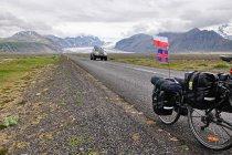 Na drogach Islandii, z Vatnajökull w tle