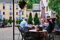 Na miejskim placu w Caldonazzo