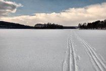 Na nartach na Jeziorze Ostrzyckim