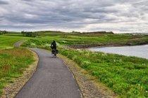 Na świetnej drodze rowerowej w Mosfellsbær