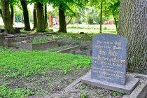 Nagrobek na cmentarzu w Trylu