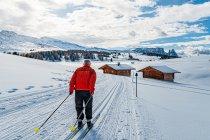 Narciarz biegowy w Dolomitach