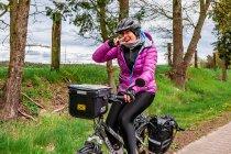 Niemcy na rowerze z uśmiechem na twarzy