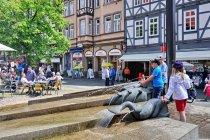 Nowoczesna fontanna w Hann. Münden