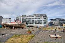 Nowoczesne apartamentowce na terenach portowych
