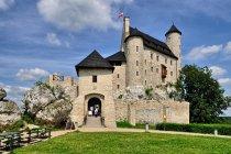 Odbudowany zamek rycerski w Bobolicach
