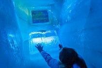 Odcisk dłoni w lodowej księdze