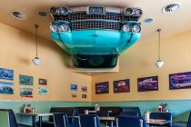 Odjazdowe wnętrze lodziarni Cadillac w Templinie
