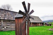 Odrestaurowany wiatrak z Dziubyniłki
