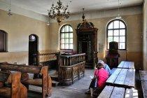 Odtworzone wnętrze synagogi w Oświęcimiu