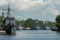 Okręty wojenne w porcie w Bałtyjsku. Fot. Fastboy