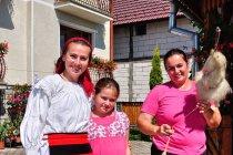 Ola z gospodynią pensjonatu i jej córką