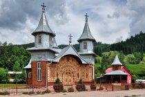 Oryginalnie zdobiona cerkiew w Carlibabie