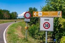 Oznaczenia i ograniczenia dostępu na drodze rowerowej
