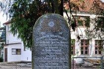 Pamiątkowa niemiecka tablica w Biedkowie