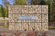 Pamiątkowa ściana przed obozem w Ravensbrück
