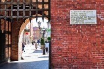 Pamiątkowa tablica na Bramie Człuchowskiej