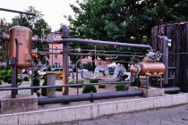Piwne instalacje przed częstochowskim browarem
