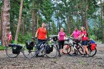 Polsko-katalońskie spotkanie rowerowe na kempingu w Thusis