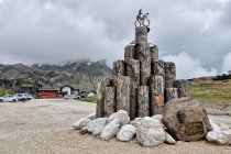Pomnik kolarza na Passo Rolle