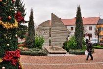 Pomnik na rynku w Uniejowie