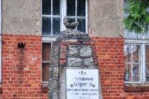 Pomnik nauczyciela w Osowie