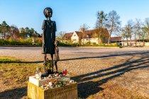 Pomnik przed obozem koncentracyjnym w Ravensbrück