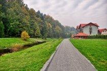 Promenada w Brennej koło hotelu Kotarz