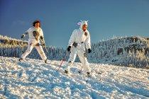 Przebierańcy na nartach biegowych