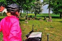 Przed cmentarzem mennonitów w Wielkim Zajączkowie