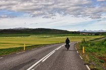 Przez rolnicze tereny Islandii