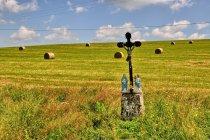 Przydrożny krzyż w Bieszczadach