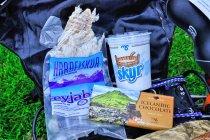 Przysmaki Islandii - suszone mięso ryby, jogurt naturalny, czekolada z solą