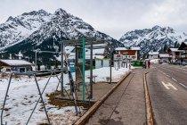 Przystanek autobusowy z miejscem dla nart