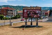 Reklama producenta szynki koło Parmy