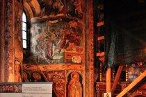 Renowacja fresków w Arbore