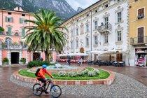 Riva del Garda - plac nad jeziorem