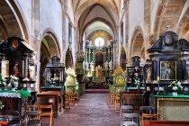 Romańskie wnętrze kościoła w Podklasztorzu