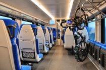 Rower w pociągu powieszony na ukos