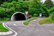 Rozjazd na drogę dla samochodów i rowerów