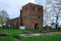 Ruiny kościoła w Steblewie