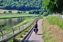 Rzeczna droga rowerowa nad Wezerą