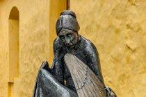 Rzeźba pod kościołem w Allinge