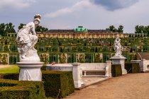 Rzeźby przed pałacem Sanssouci