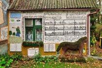 Ściana domu artysty