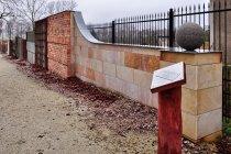 Ściana dotyku - Ogród Zmysłów w Poddębicach