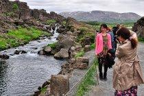 Setki turystów w Thingvellir