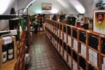 Sklep z winem w klasztorze