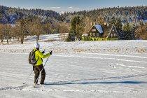 Śnieżka i czeskie szczyty Karkonoszy na horyzoncie
