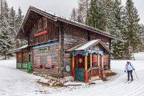 Stara strażnica przy trasie narciarskiej